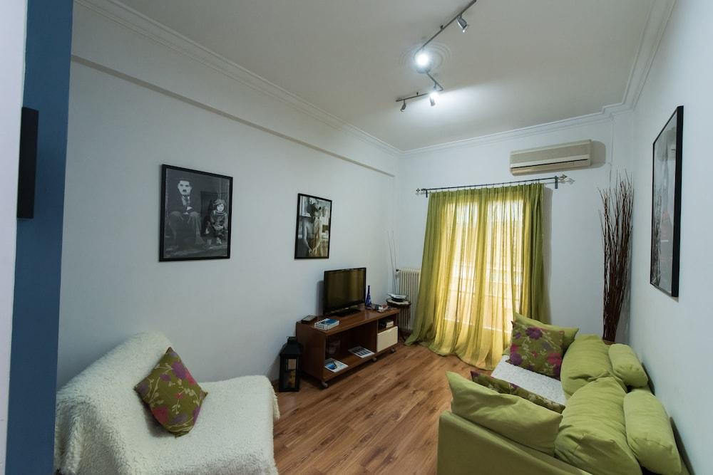 Athinian apartment veikou