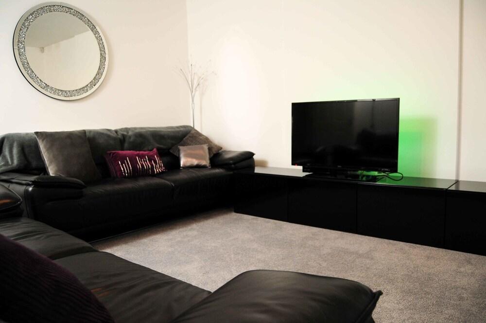 Luxury Emirates Arena Apartment