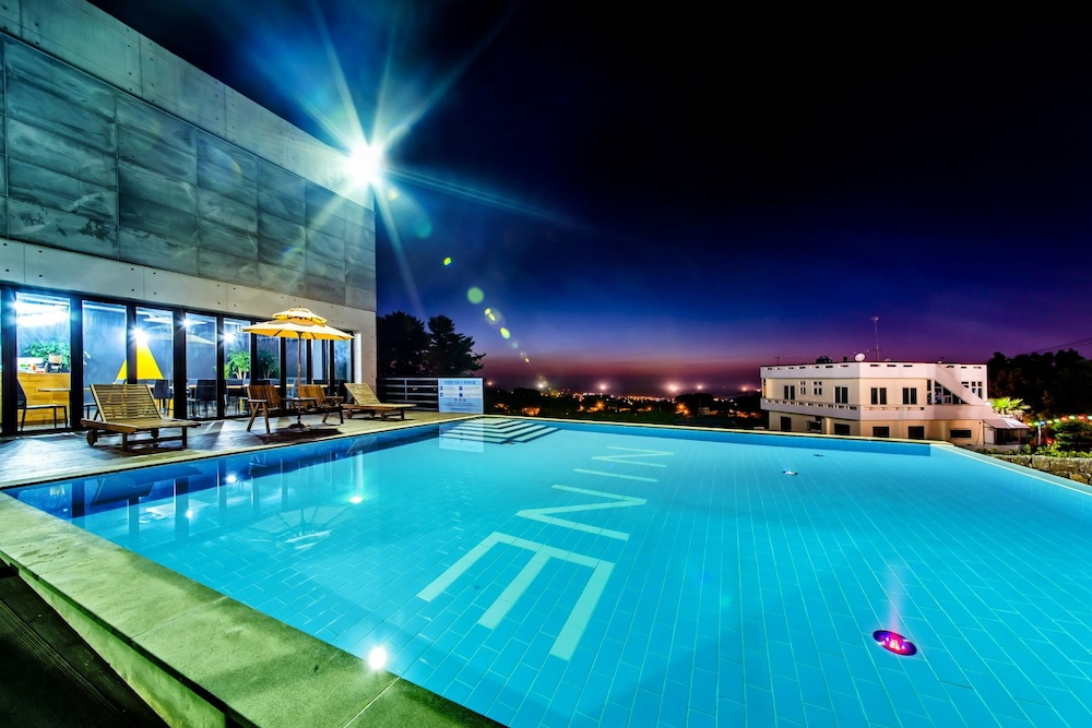 Nine Spavill Resort