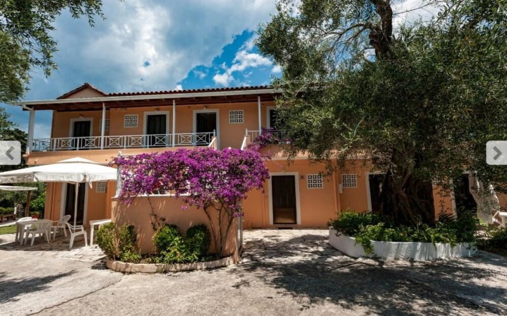 Gallery image of Marilena Apartmets & Studios