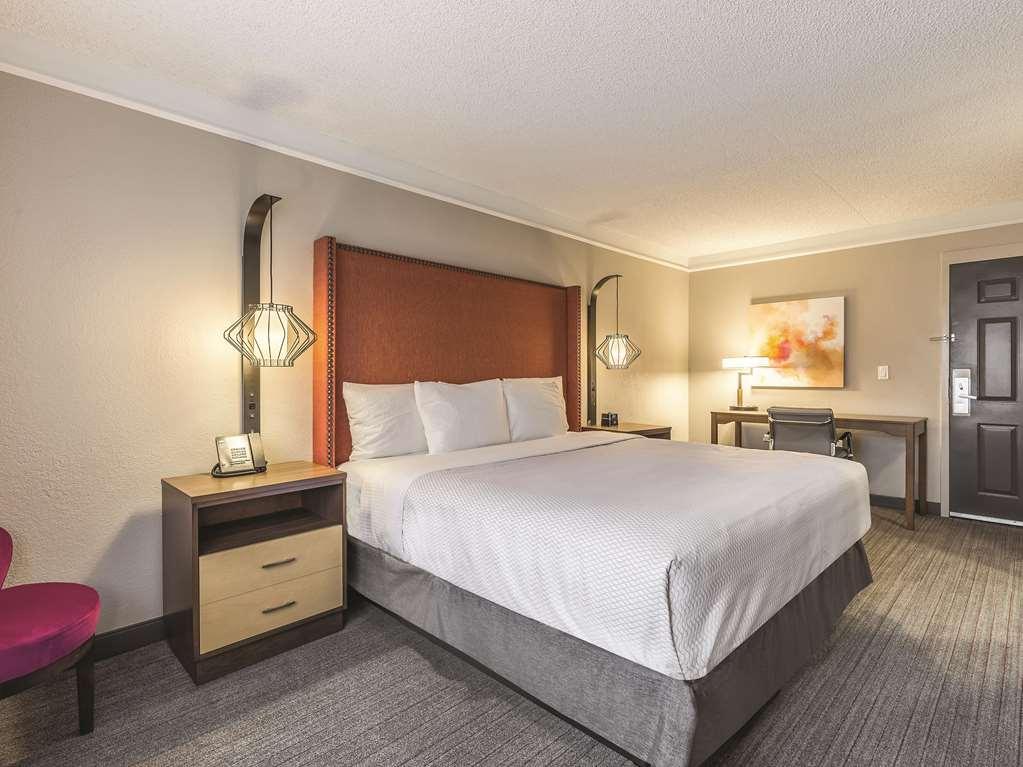 La Quinta Inn & Suites by Wyndham New Orleans Downtown