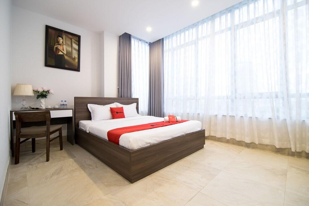 RedDoorz Premium near Hang Xanh