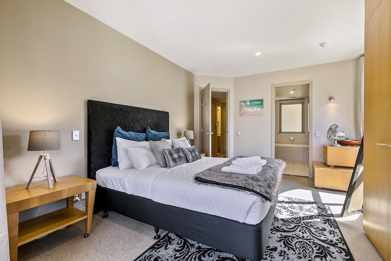 Zodiak's Spacious One Bedroom Apartment