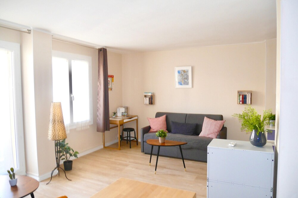 Studio in Marseille With Furnished Balcony and Wifi 2 km From the Beach