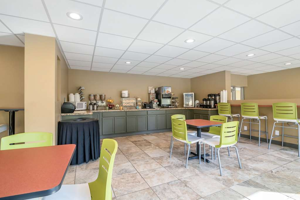 Gallery image of Econo Lodge Inn And Suites