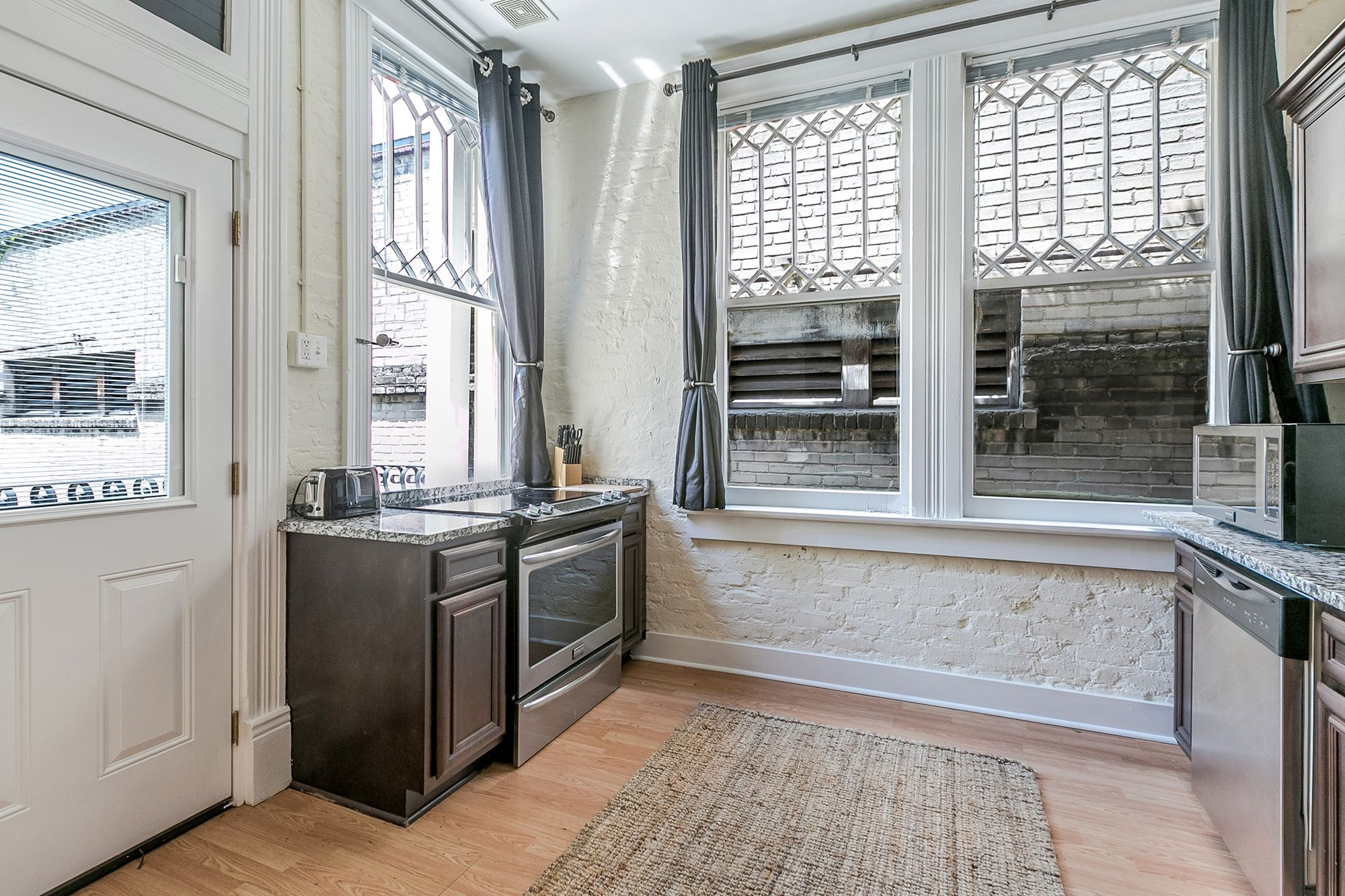 Chic 2BR in Arts Warehouse District by Sonder