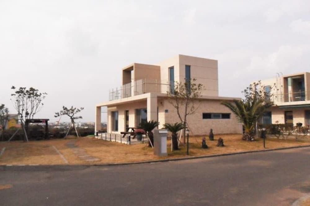 Jeju Track & Unshared House Pension
