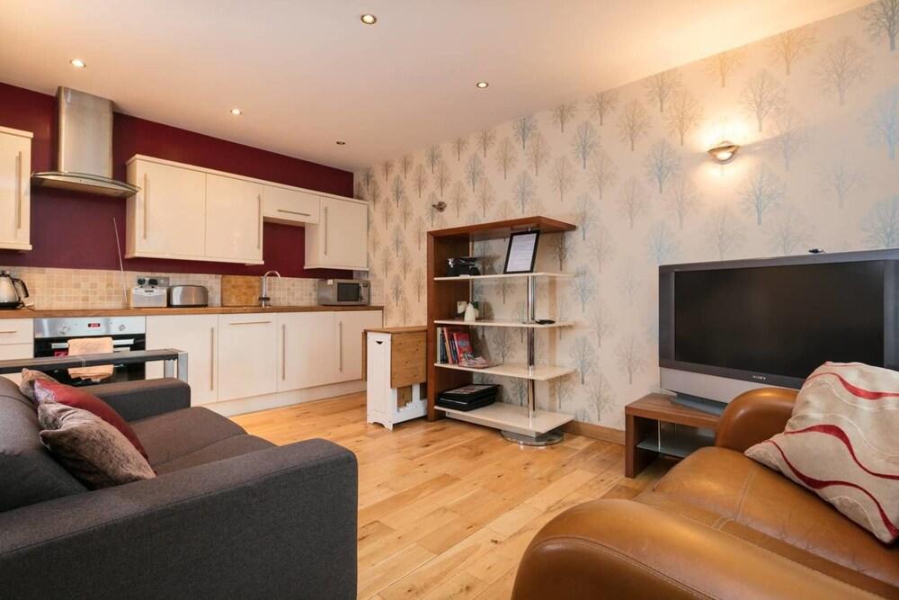 Luxury Lodge By Heaton Park