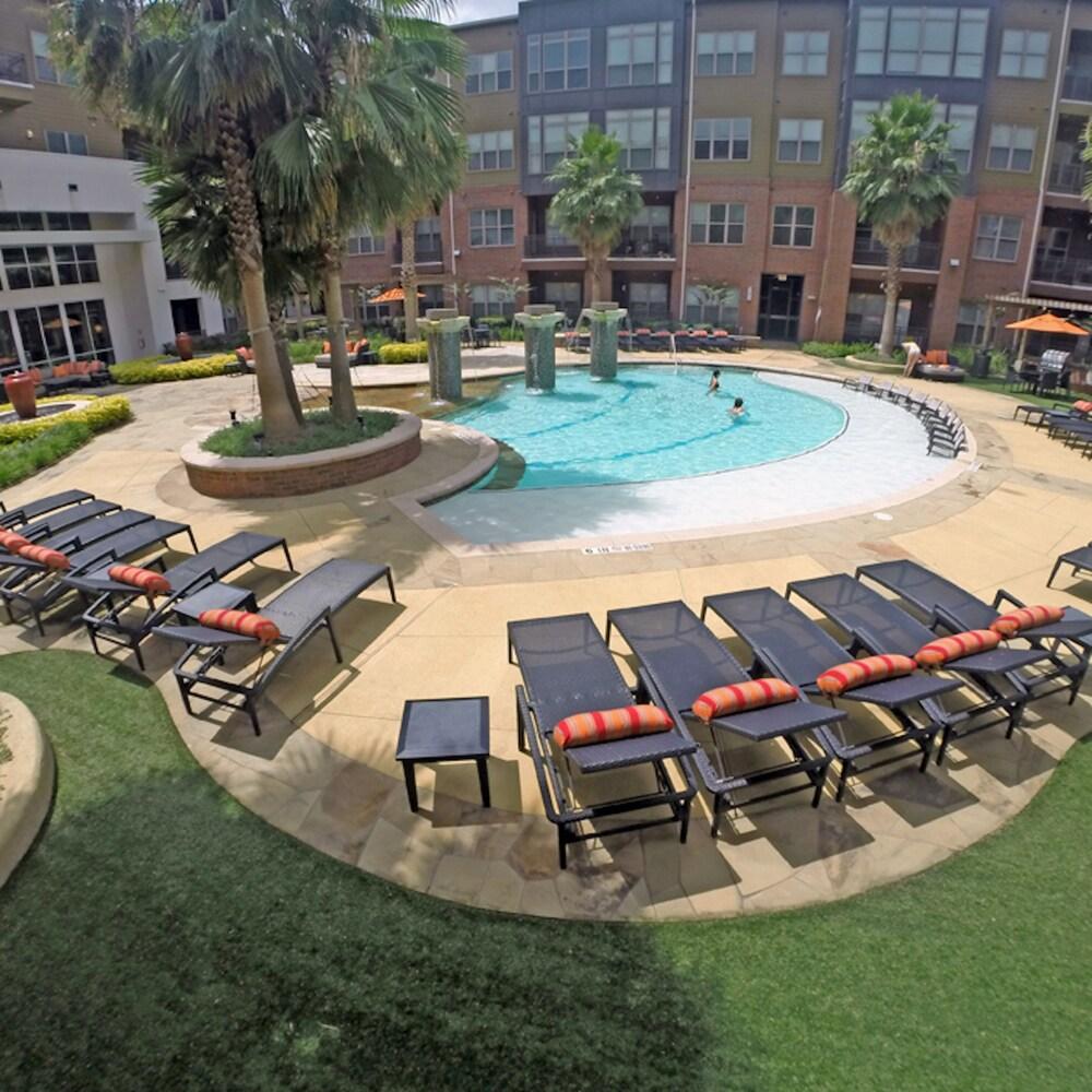 Kasa Houston Uptown Apartments