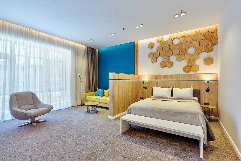 Aqua Minsk Hotel Plus