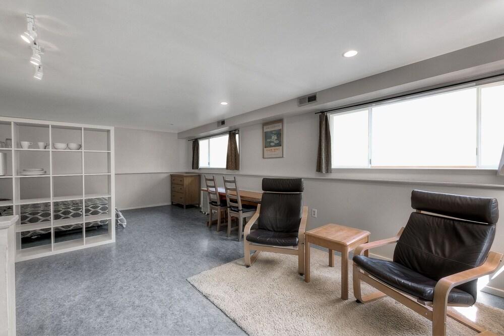 New Listing Laurelhurst Hideaway Near University Studio Bedroom Apts