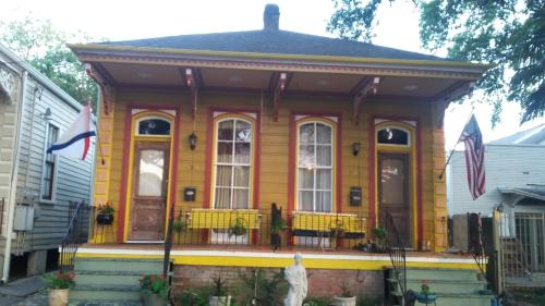 Creole Victorian for groups large and small