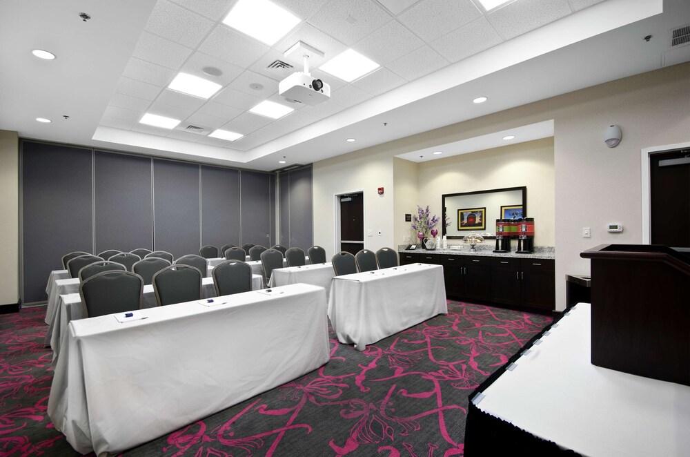 Gallery image of Hampton Inn & Suites Raleigh Downtown