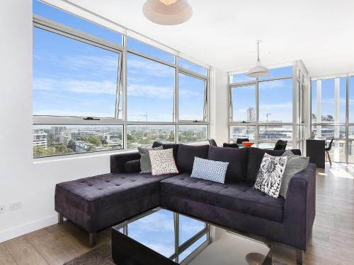 As the Sun Sets Modern and Spacious 2BR Zetland Apartment Facing the Setting Sun