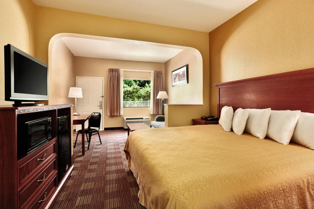 Gallery image of Americas Best Value Inn Memphis I 240