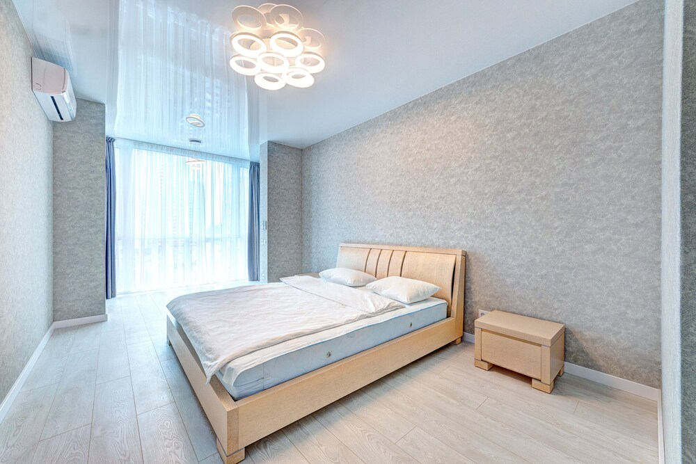 Apartment Voskresenska 18