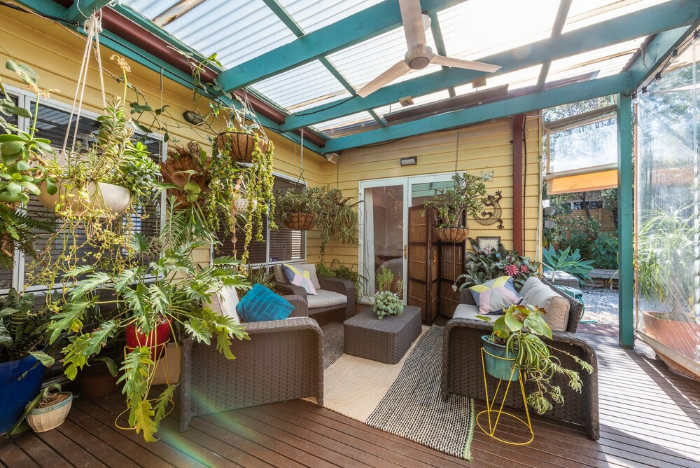 Gorgeous family retreat next to the CBD