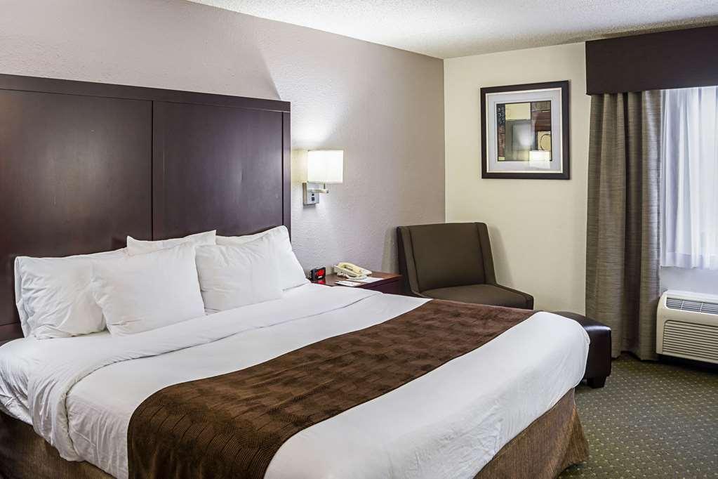 Clarion Inn & Suites Clackamas Portland