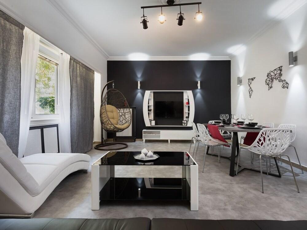 Acropolis Luxurious Apartment 1