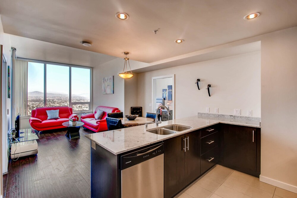 Gorgeous 2 BR Downtown San Diego