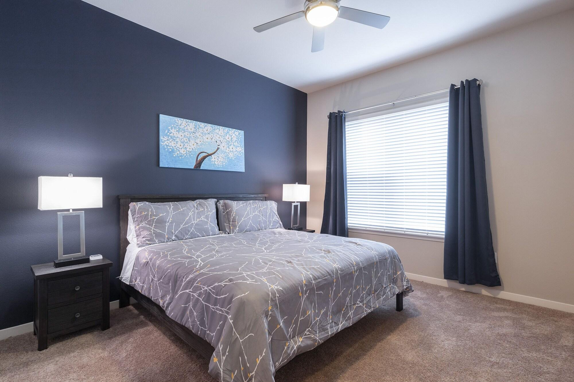 King Sized BED Luxurious MED Center Fully Equipped Condo
