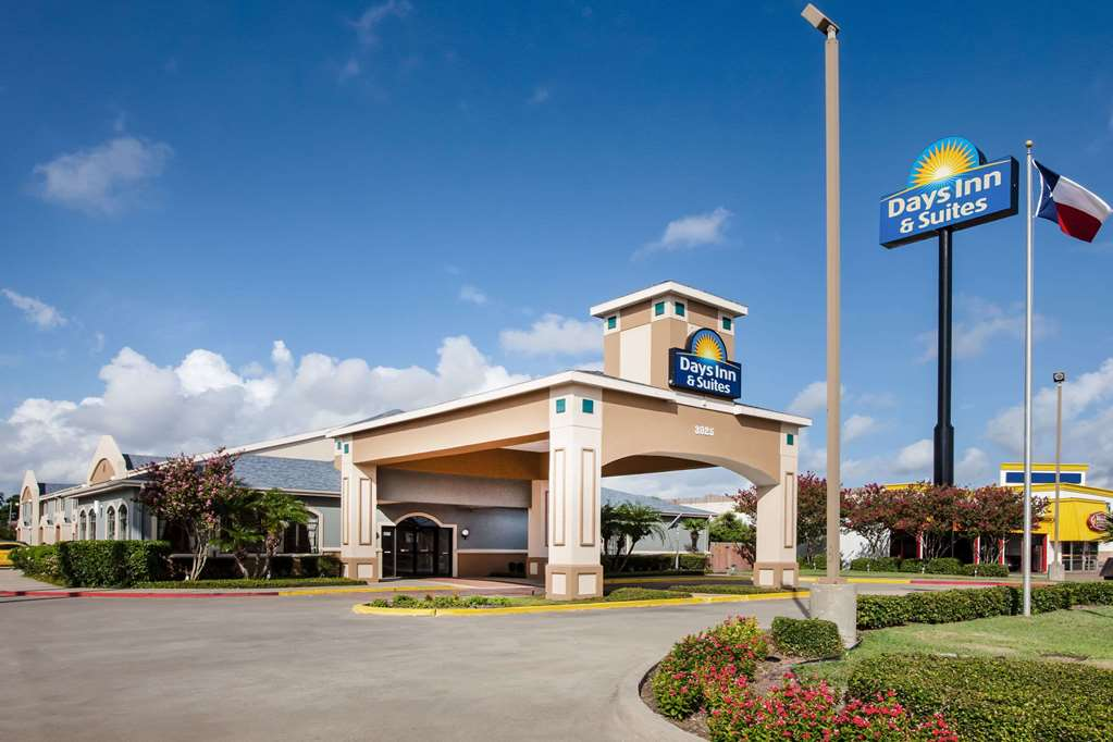 Days Inn &Suites by Wyndham Corpus Christi Central