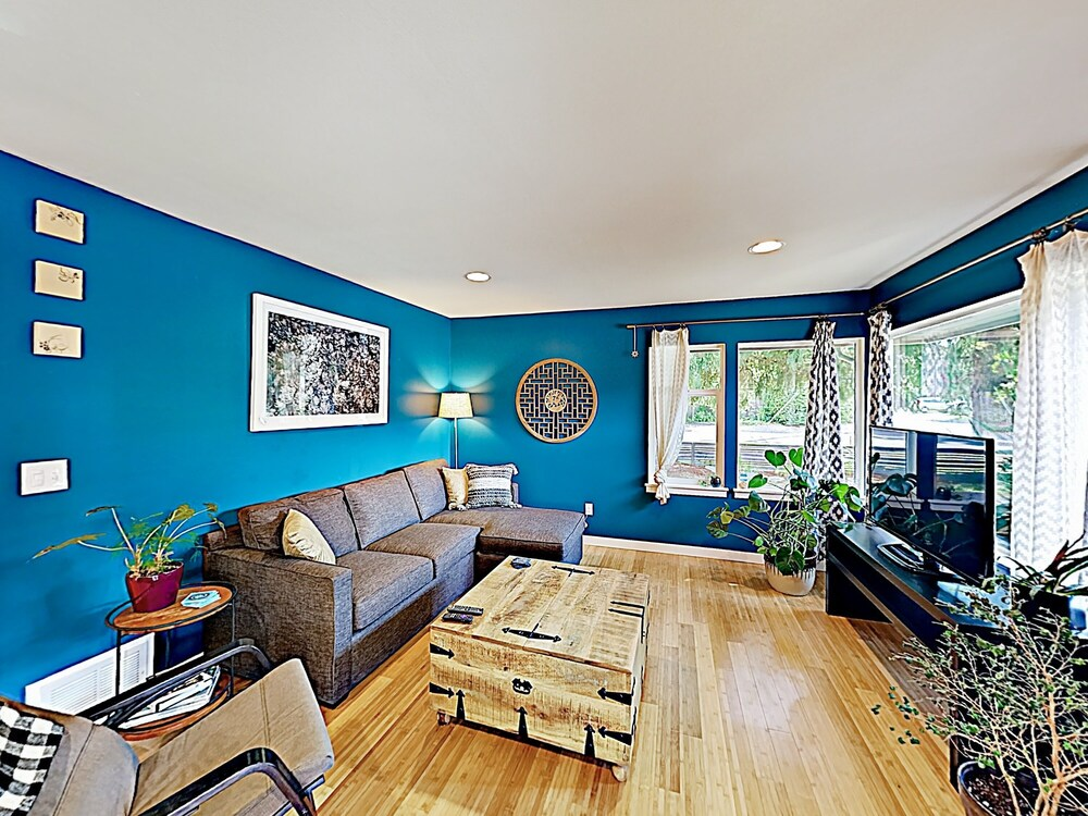 New Listing Stylish Near Trendy Ballard 3 Bedroom Home