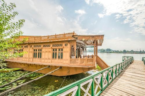2 BHK Houseboat in Nageen Lake Srinagar by GuestHouser