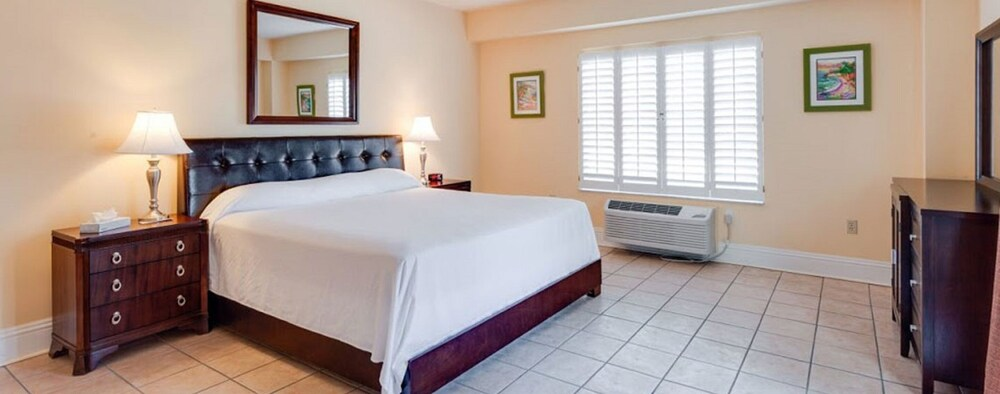 Gallery image of Naples Park Central Hotel