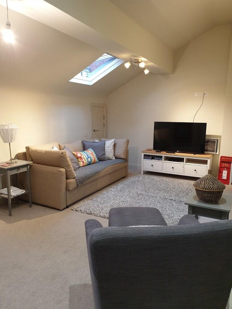 2 Bedroom Central Stylish Flat