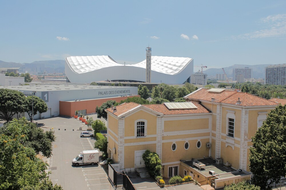 Gallery image of The Originals City Hôtel Parc des Expositions