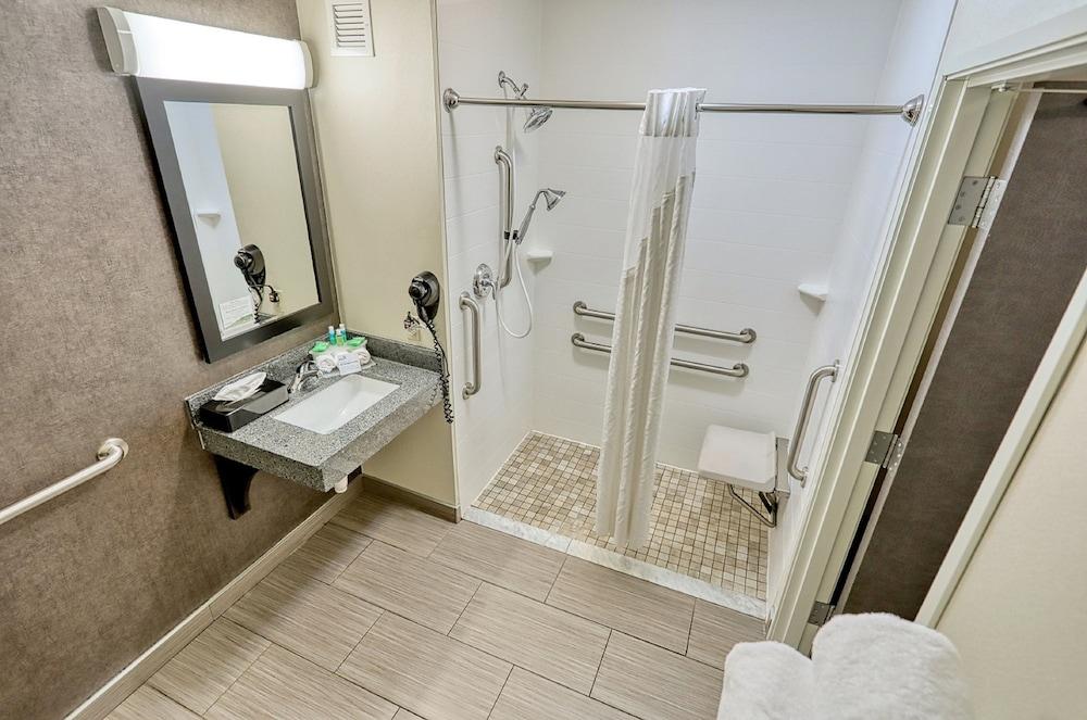 Gallery image of Holiday Inn Express Hotel & Suites Batavia Darien Lake