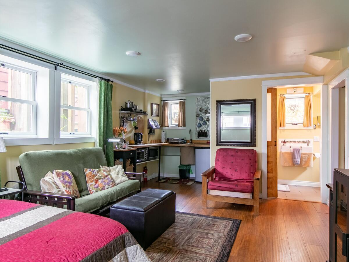 Award winning guest home in Portland