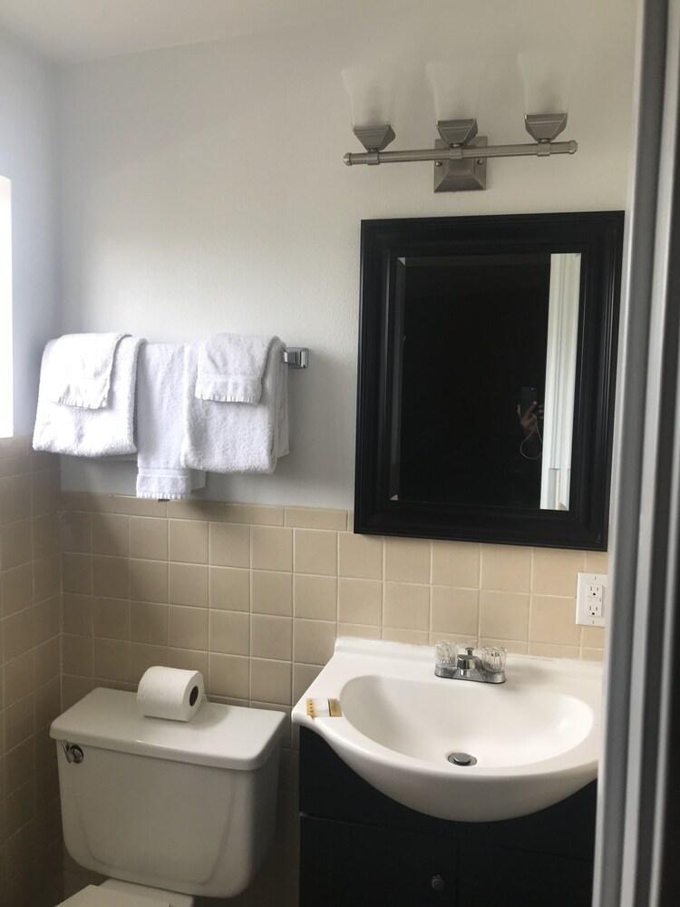Gallery image of Ventura Beach House Motel