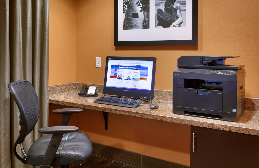 Gallery image of Holiday Inn Express and Suites Overland Park