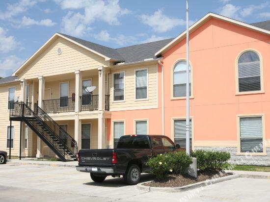 Villa Laverne 3 Bed Room Suite Furnished Condos