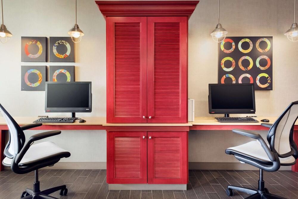 Gallery image of Home2 Suites by Hilton Menomonee Falls Milwaukee