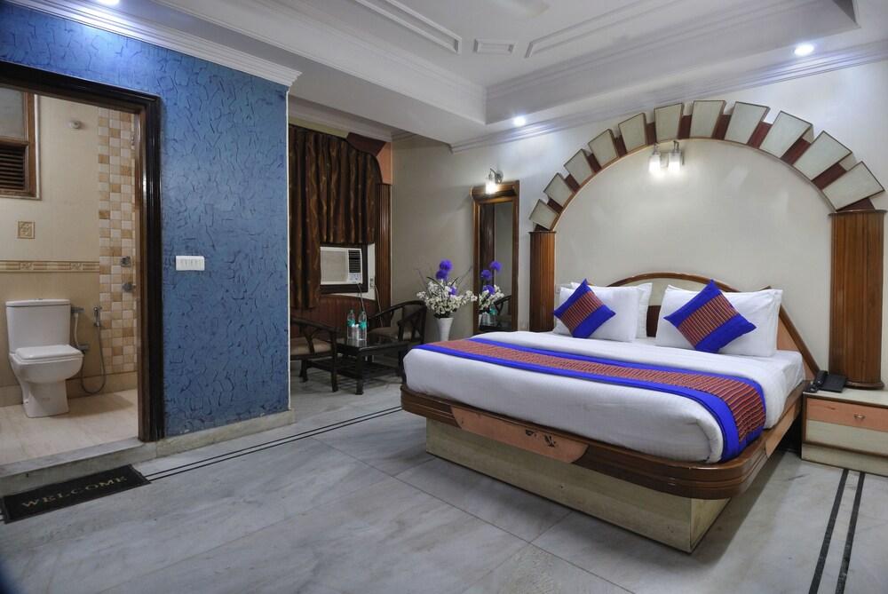 Hotel De Holiday International @ New Delhi Station