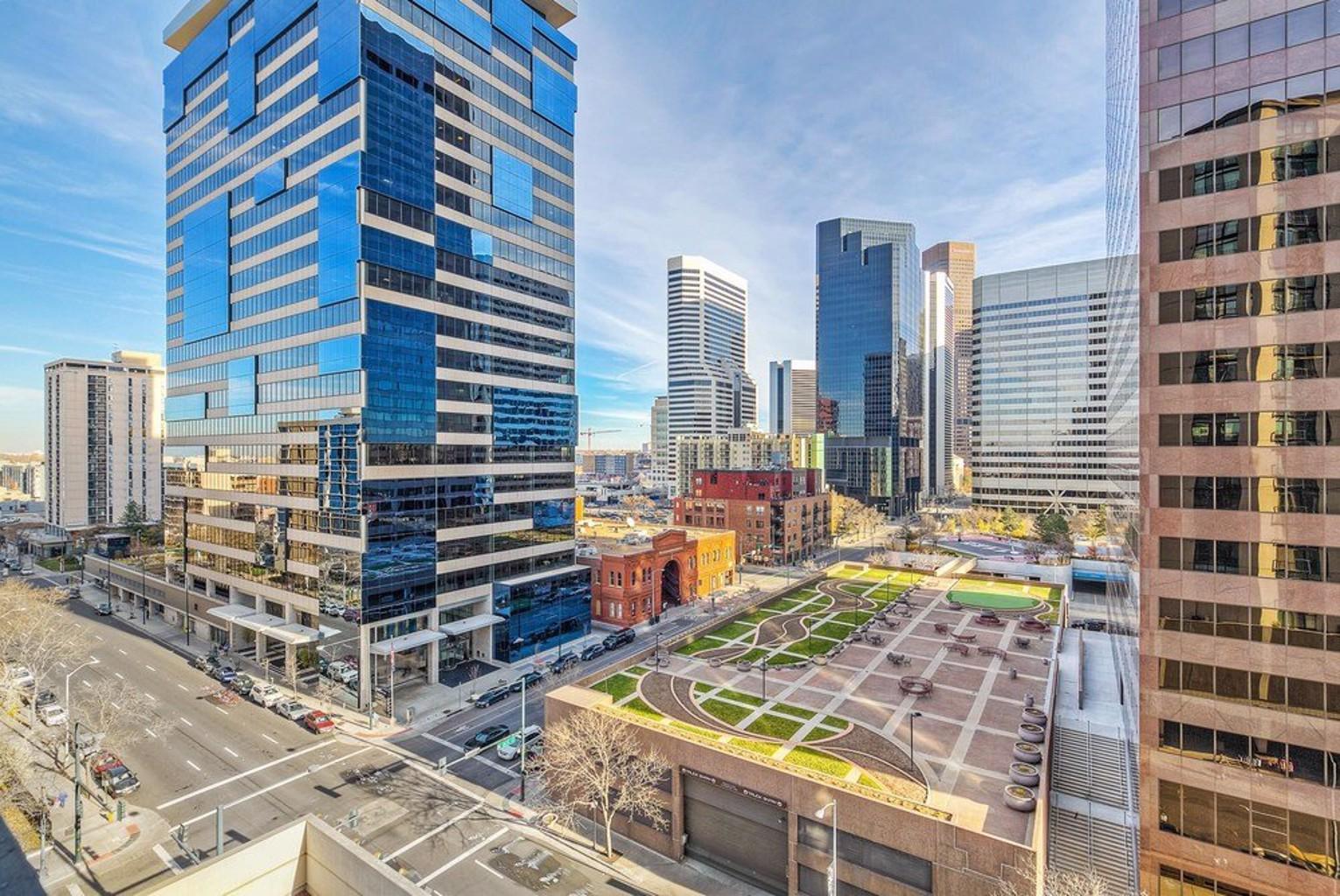 Open Modern Layout Breathtaking Downtown Views