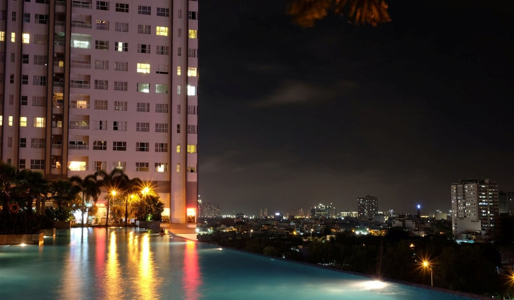 Sunrise City 2BR with Infinity SW Pool