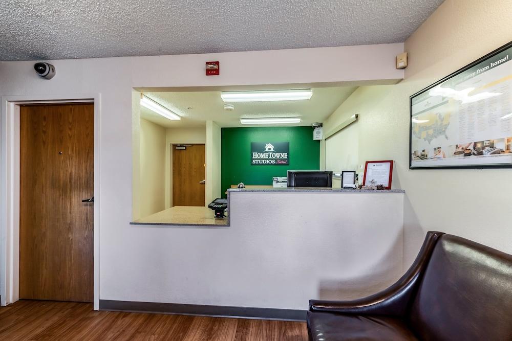Gallery image of HomeTowne Studios by Red Roof Austin