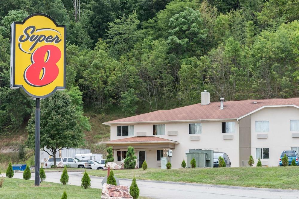 Super 8 by Wyndham Pittsburgh Monroeville