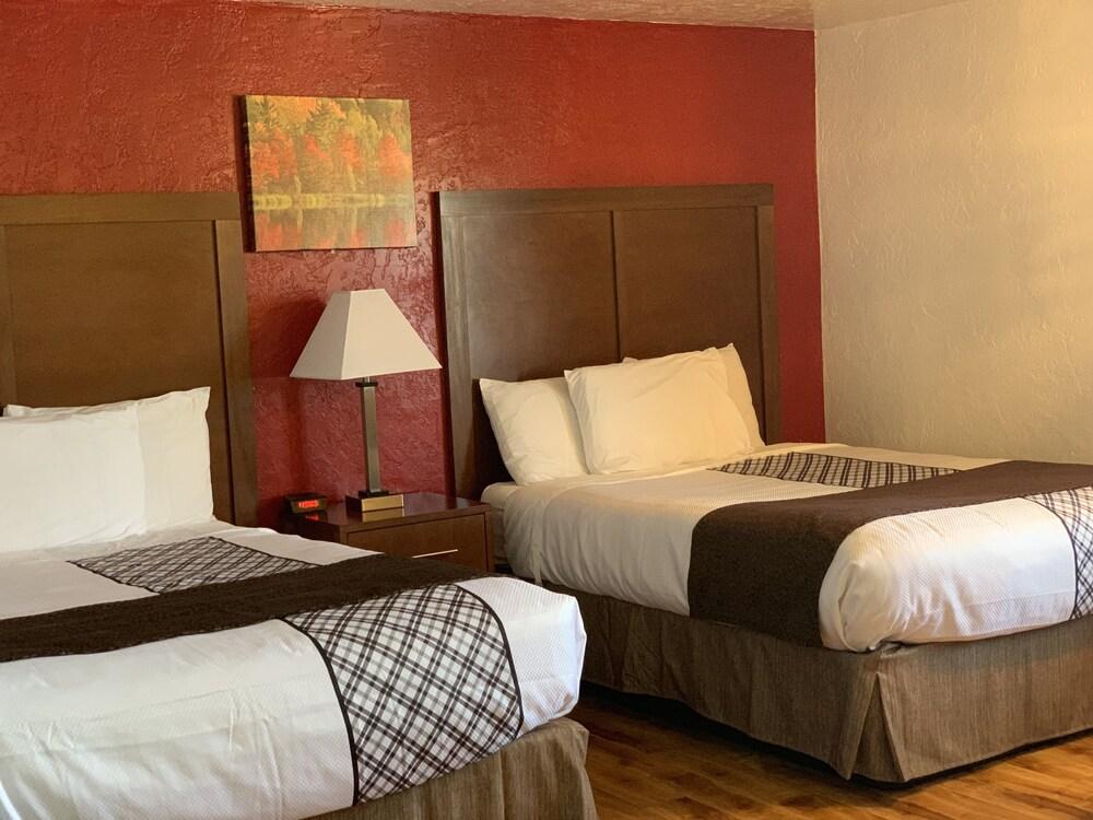 Gallery image of Red Carpet Inn Medford