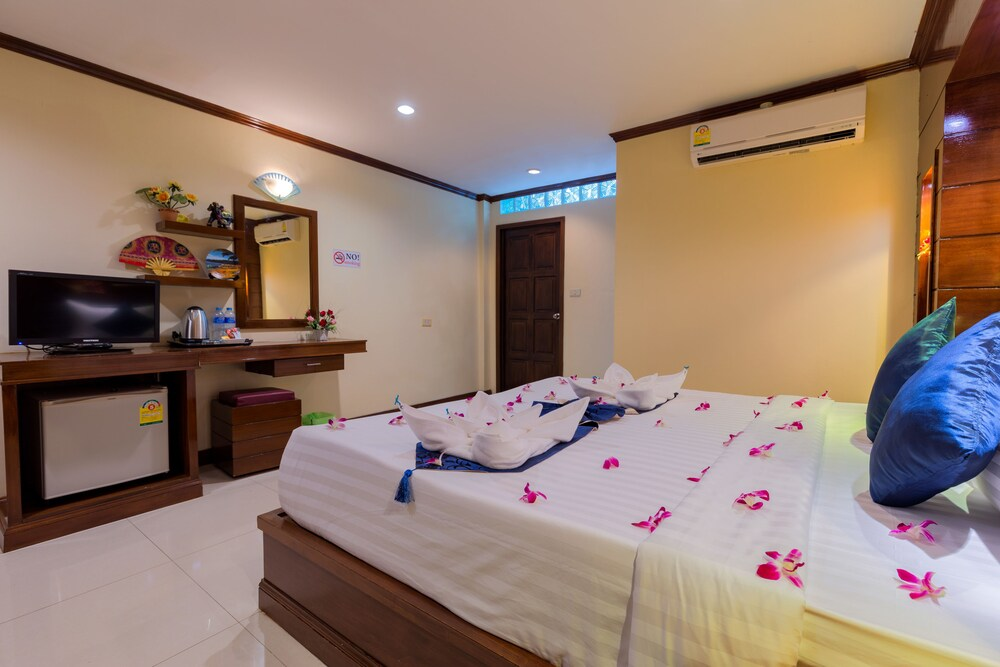 Gallery image of P R Patong Hotel