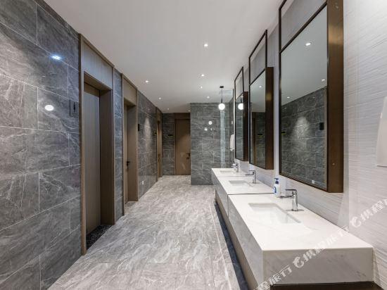 Gallery image of Lyric Hotel
