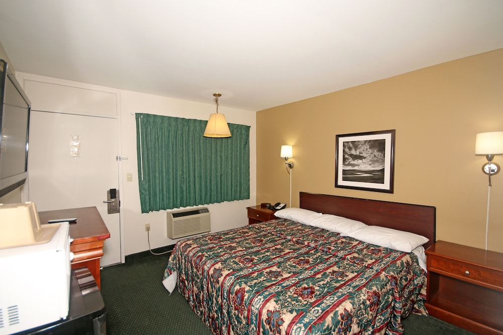 Gallery image of Royal Inn Charlotte Airport Hotel