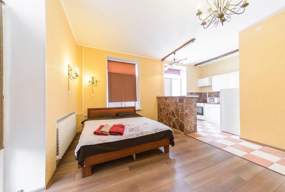 Cozy Studio Apartment Near Palace Ukraina