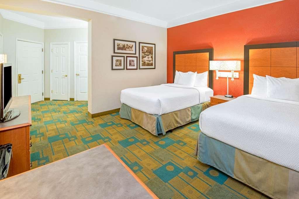 Gallery image of La Quinta Inn & Suites by Wyndham Sherman