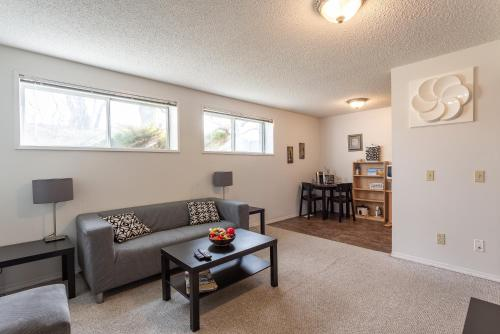 Super Convenient Cozy Suite Close to Downtown