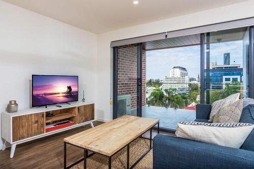 Slick 1 Bedroom Carpark Apartment in Spring Hill
